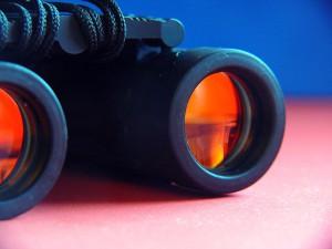 binoculars-954021_640